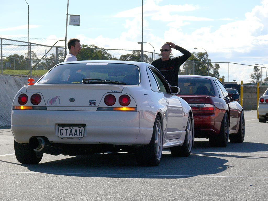 Jeff Ash and Brendan Underwood talk over the session at Barbagallo Raceway