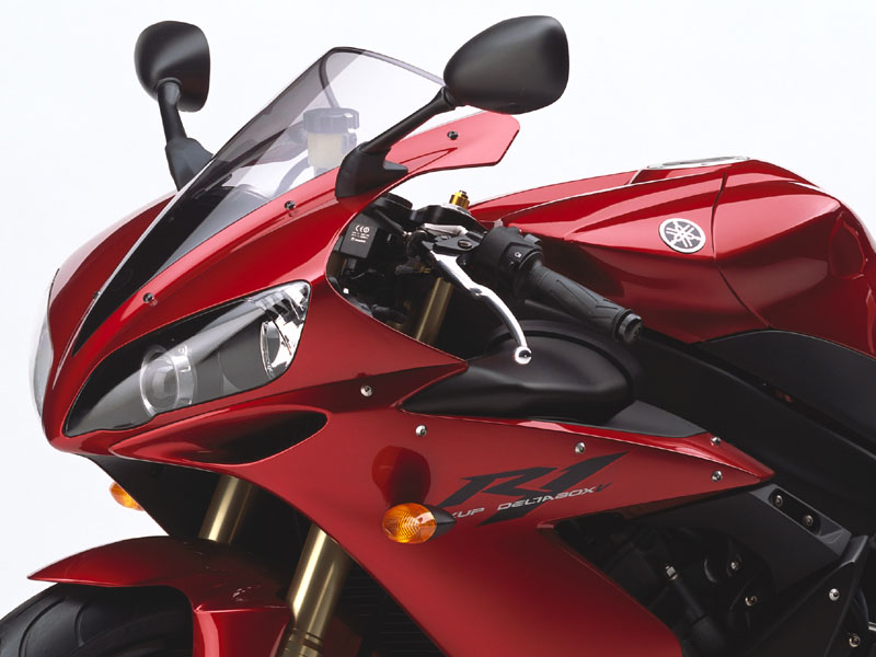 Yamaha R1 in Lava Red